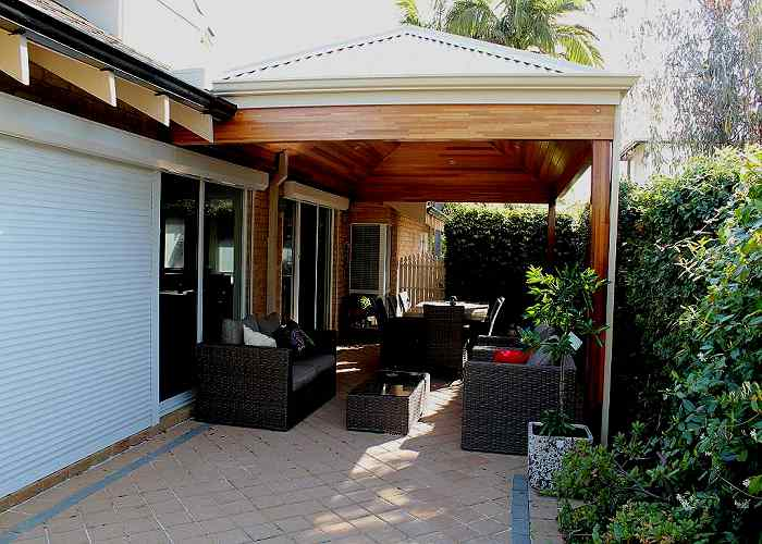 hipped-roof-timber-patio-with-cedar-lining